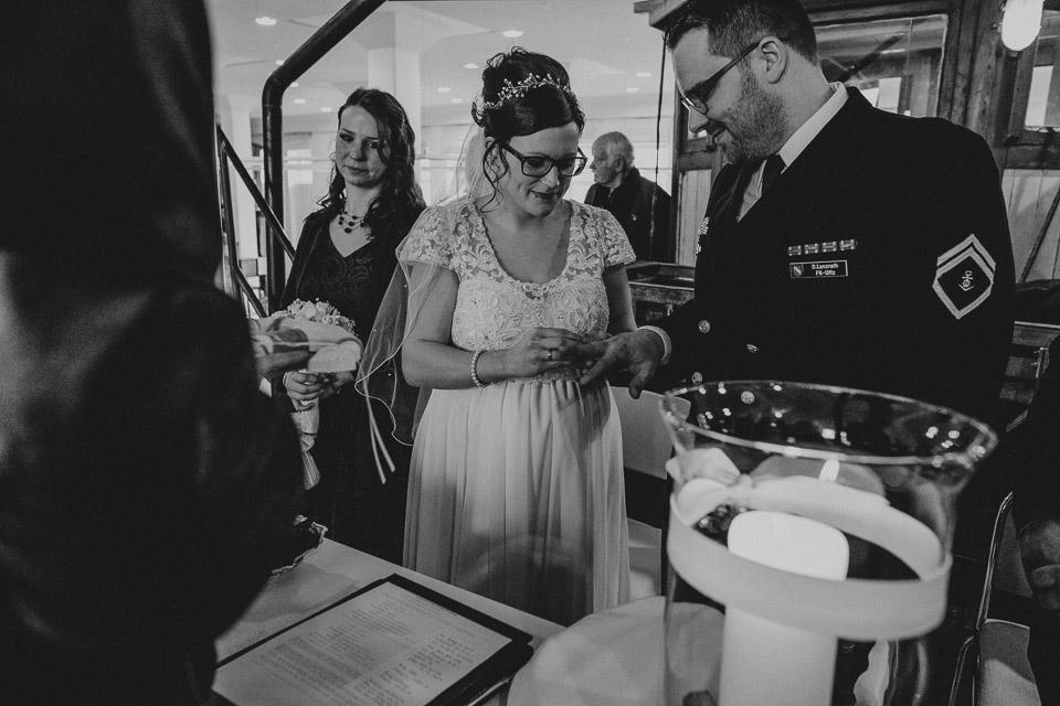 Trauung von Sarah und Daniel im Wattenmeerhaus in Wilhelmshaven 15