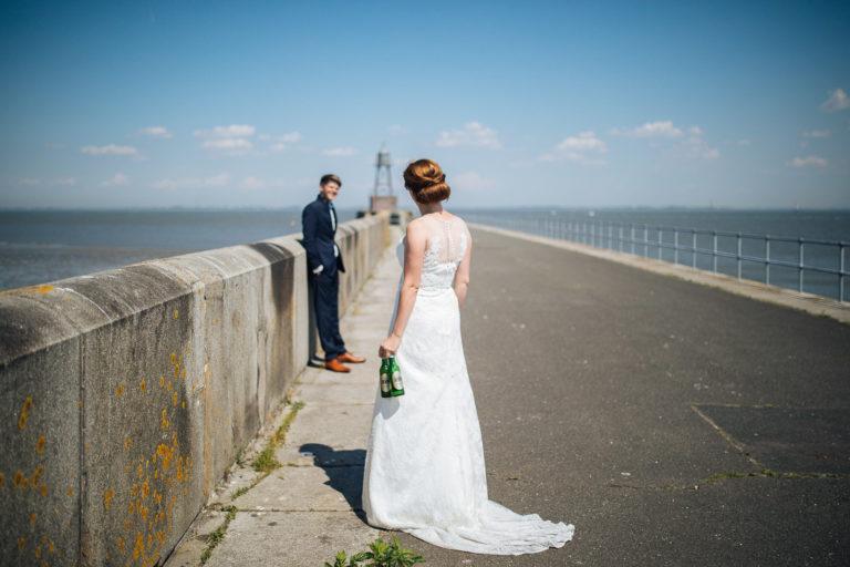 Hochzeitsfotos an der alten Mole in WIlhelmshaven