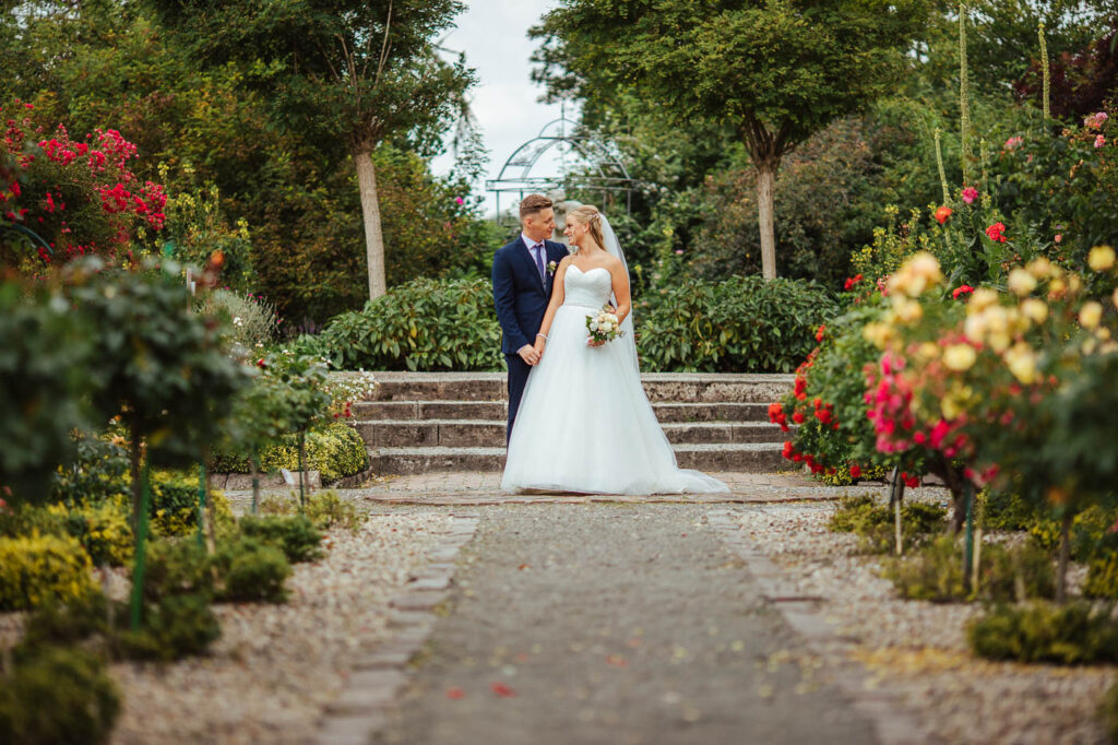 Hochzeitsporträt im Rosarium Wilhelmshaven